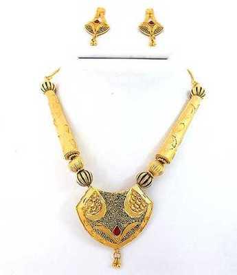 Simple Designn Gold Necklace Set