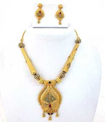 Simple Design Golden Necklace Set