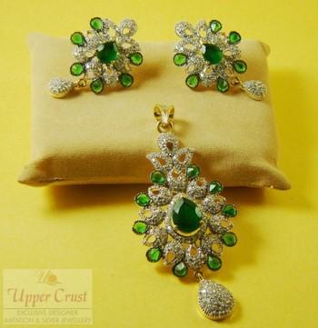 Emerald Zircone Pendent Set