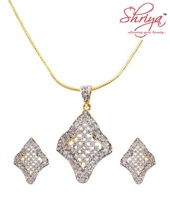Shriya Classy Pendant Set