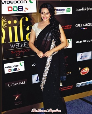 Dazzling Net-Jacquard Black Saree with Unstitched Inner/ Petticoat Blouse