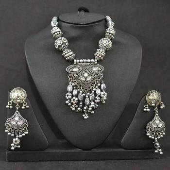 Silver color necklace set