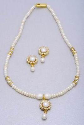 SINGLE STRING ROUND LOCKET PEARLS SET FROM HYDERABAD - PCN1014