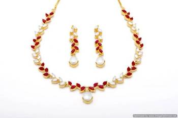 FLOWER LEAF NECKLACE SET WITH EARRINGS (PEARL CORAL) - PCN1070