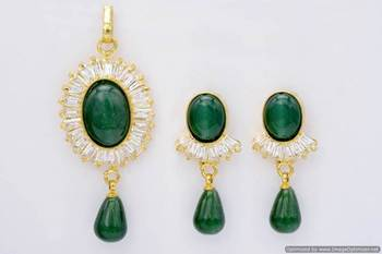 ELEGANT STONE SETTED OVAL LOCKET SET WITH EARRINGS (GREEN)   - PCL1008