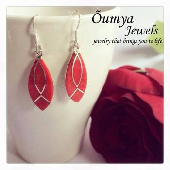 Red lacquered earrings