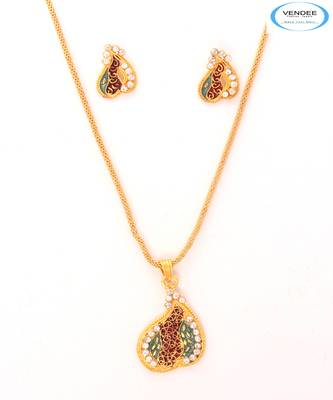 Fashion diamond pendant set
