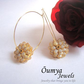 Paachi Flower- White earrings