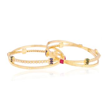 Fantastico gold plated american diamond bangle