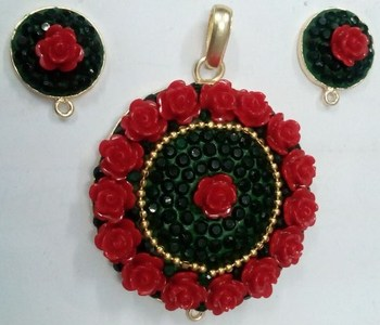 Red flower pachi pendent with earrigns