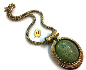 Green pendent necklace