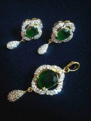 Royal Look Pendent Set With Green Stone