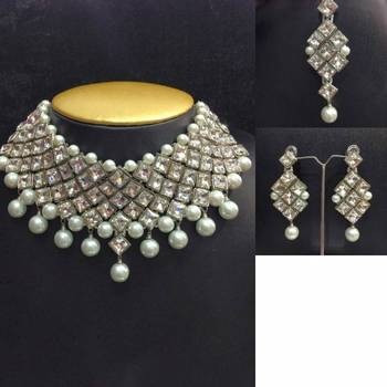 Chocker Diamond Shaped Jewelry Set with Silver Color Outline