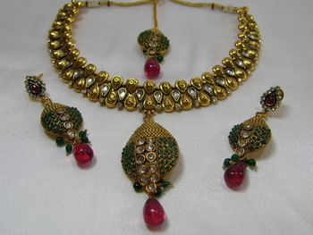 Stunning Antique Necklace Set of Kundan, Ruby and Green stones
