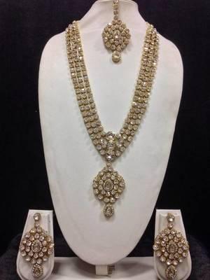 Long Designer Jewelry Set in White