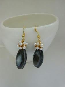 Black agate stone and pearl dangler