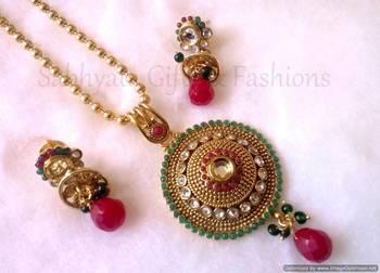Ethnic Indian Pendant Set
