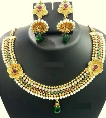 Asthetic golden necklace