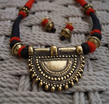 red black pendant choker with earring