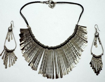 tribla spiked chocker