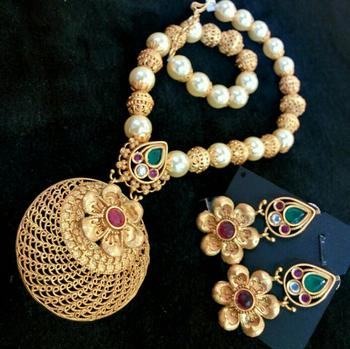 Georgeous High Gold Plated Pearls Necklace Set