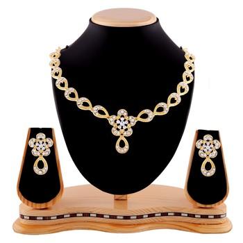 Classy Design Gold Finishing Necklace Set