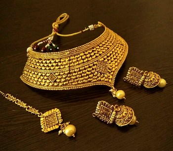 Beautiful Gold Plated Bridal Choker Necklace Set With Maang Tikka