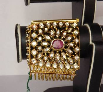 Kundan Bracelet in Flower Design