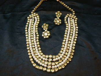 Design no. 8 b.1323....Rs. 23800....Pre order jewellery. Will be made in 15 days after payment.