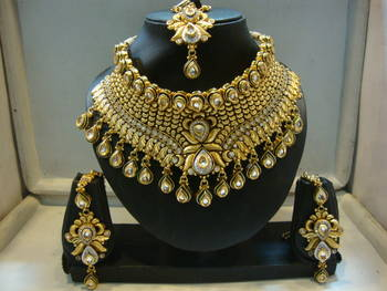 Design no. 8 b.1528....Rs. 5550