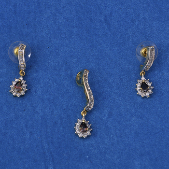 Attaractive Diamond Pendant Set