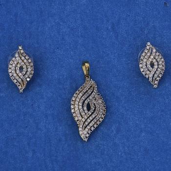 Pretty Diamond Pendant Set