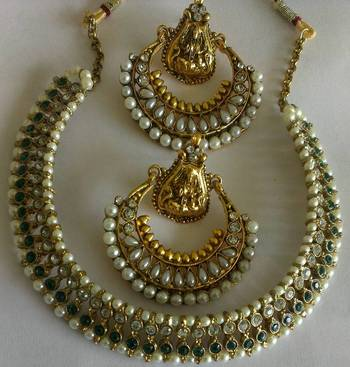 Green Colour Necklace set with Traditional Ram Leela Pearl Earrings