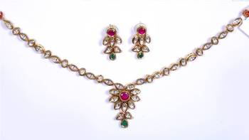 Kundan Red Green Sleek Necklace Set