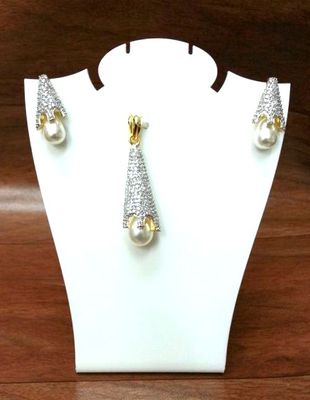 Craftstages Conical AD Pendant Set with Pearl