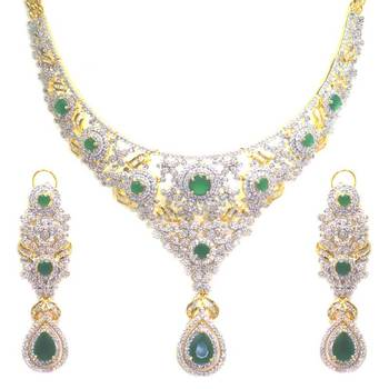 Diamond & Green Emerald Necklace Set