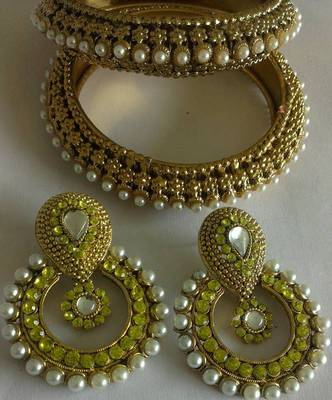 Designer Traditional Earings with Traditional Bangles