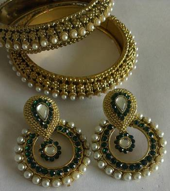 Designer Traditional Green colour Earings with Traditional Bangles
