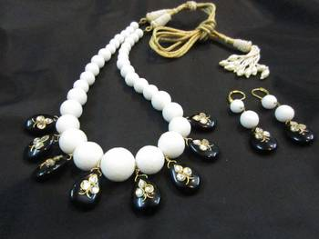 Traditional mala with decorative sarafa or tassel