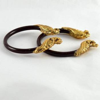 Classy stretchable bangles colour maroon