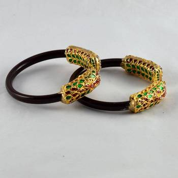 Alluring stretchable bangles colour maroon
