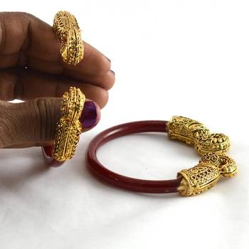 Attrective stretchable bangles colour red