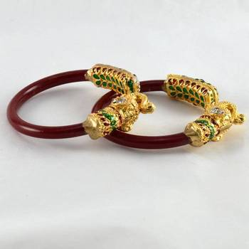 Multicolour stretchable bangles colour red