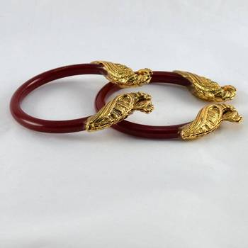 Striking stretchable bangles kara colour red