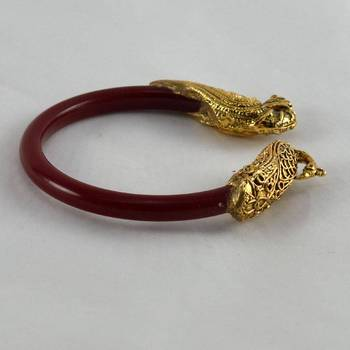 Classy stretchable bangles colour red