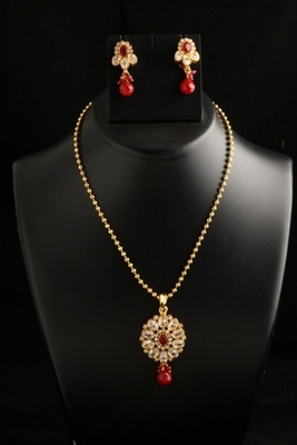 ethnic gold plated on copper alloy metal polki pendant set -Red Color
