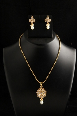 ethnic gold plated on copper alloy metal polki pendant set -white Color