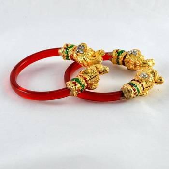 Elegant stretchable bangles trans red