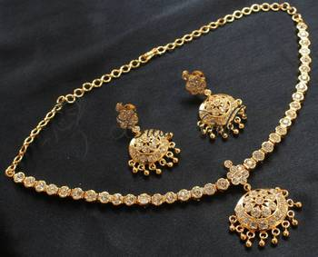 GORGEOUS GOLD PLATED SPARKLING WHITE STONE NECKLACE SET