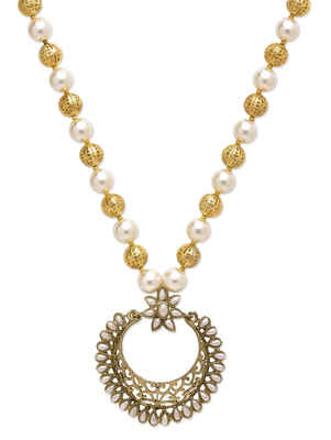 White Pearls Patchi Chaand Necklace